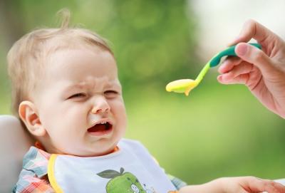 Эксперты советуют доверить кормление детей им самим